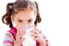 молоко ребенка выпивая Стоковое Изображение