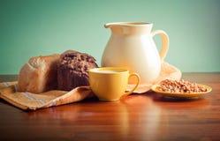 молоко хлеба Стоковые Фотографии RF