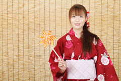Молодая азиатская женщина в кимоно Стоковое фото RF