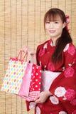 Молодая азиатская женщина в кимоно Стоковое Фото