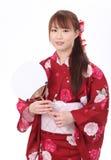 Молодая азиатская женщина в кимоно Стоковые Изображения