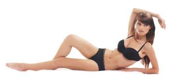 Молодая сексуальная женщина в черном женское бельё Стоковые Изображения