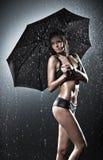 Молодая сексуальная женщина с зонтиком Стоковое Изображение