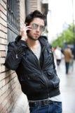Молодой человек в городе Стоковое фото RF