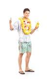 Молодой человек держа коктеил Стоковые Изображения RF