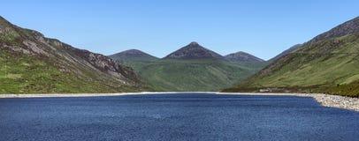 Молчаливая долина к горам mourne стоковые фотографии rf