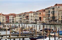 Молы для шлюпок в Венеции, Италии стоковая фотография rf