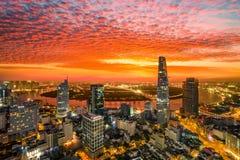 Момент восхода солнца вида с воздуха центра Хошимина здания - самого большого города в Вьетнаме Стоковая Фотография RF