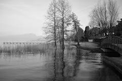 Момент Garda Италии озера расслабляющий Стоковое Изображение RF