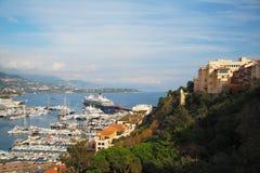 Монако заречье moscow один панорамный взгляд Туристическое судно, шлюпки, яхты и роскошь Немногие шаги от дворца ` s принца Монак Стоковое Изображение RF