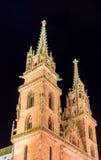 Монастырская церковь Базеля к ноча Стоковые Изображения
