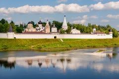монастырь Бело-камня в городке Staritsa Стоковое Изображение RF