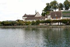 Монастырь берега озера исторический Стоковое Фото