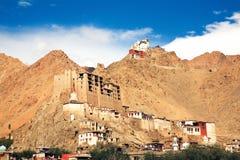 Монастырь дворца и Tsomo Leh на верхней части, Ladakh, Джамму и Кашмир, Индия Стоковое фото RF