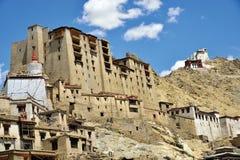 Монастырь дворца и Tsomo Leh на верхней части, Ladakh, Джамму и Кашмир, Индия Стоковое Изображение RF