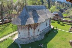 Монастырь в Mănăstirea Humorului, регионе Bucovina Румыния стоковые изображения