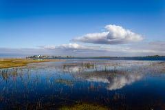 Монастырь и озеро стоковые фотографии rf