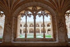 Монастырь окна свода Jeronimos с деталями архитектуры и скульптуры Стоковые Фотографии RF