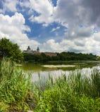 Монастырь около реки Стоковые Изображения