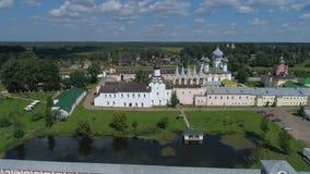 Монастырь предположения Tikhvin, день в июле Tikhvin, видео антенны России видеоматериал