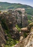 Монастырь святой троицы в Meteora трясет, значить приостанавливанный в воздух в Trikala, Греции стоковые изображения