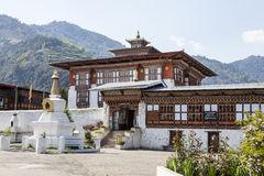 Монастырь Drametse Goemba и школа монаха - Бутан - Азия Стоковая Фотография