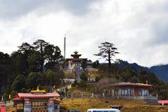 Монастырь Druk Wangyal с красивой пасмурной предпосылкой стоковая фотография