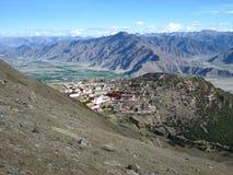 Монастырь Ganden в Тибете стоковые фото