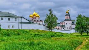 Монастырь Iversky и озеро Valdai, регион Новгород, Россия стоковая фотография rf