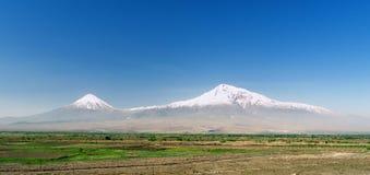 Монастырь Khor Virap на предпосылке Mount Ararat в Армении, длинном широком знамени ширины стоковые фото