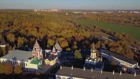 Монастырь Savvino-Storozhevsky в регионе Zvenigorod - Москвы - Россия - воздушное видео сток-видео