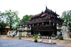 Монастырь Shwenandaw в Мандалае, Мьянме Стоковые Фото