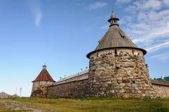 Монастырь Solovetsky башни Korozhnaya и Nikolskaya стоковое изображение
