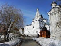 Монастырь vladychny женщин Serpukhov Святое место посетило много туристов стоковые фотографии rf