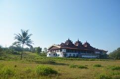 Монастырь Ya животиков Tai или висок тонны Roi Sao, Мьянма стоковая фотография rf