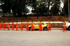 Монахи в современном мире Стоковое Фото