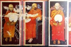 Монахи на стене стоковая фотография rf
