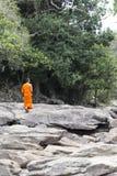Монахи посещая водопад Kep около Kep Стоковые Фото