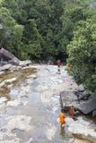 Монахи посещая водопад Kep Стоковая Фотография RF