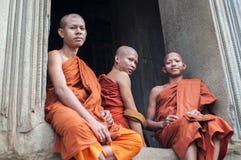 Монахи послушника на Angkor Wat, Камбодже стоковые фотографии rf