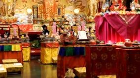 Монахи подготавливают торжества в буддийском виске акции видеоматериалы