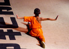 Монах выполняя китайца Kung Fu Стоковая Фотография