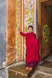 Монах в jakar, Бутан стоковые фото