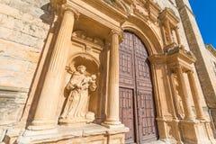 Монах с статуей ребенка в Penaranda de Duero стоковое фото rf