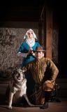 Средневековые характеры с собакой стоковое изображение rf