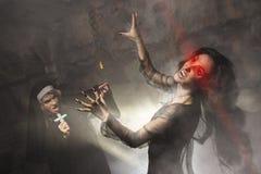 Монашка используя убийство распятия вампир Стоковое Изображение