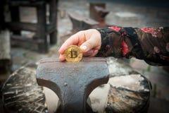 Монетка бита в недостатке стоковая фотография
