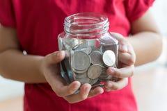Монетка в руке детей Бизнес Стоковые Фото