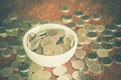 Монетка в чашке стоковые фотографии rf