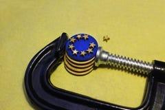 Монетка евро в давлении струбцины Стоковые Изображения